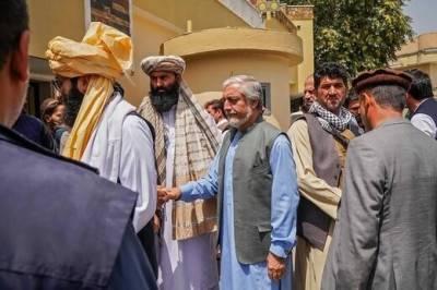 Талибы поместили Абдуллу и Карзая под фактический домашний арест