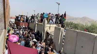 Посол России сообщил о гибели порядка 50 человек в районе аэропорта Кабула