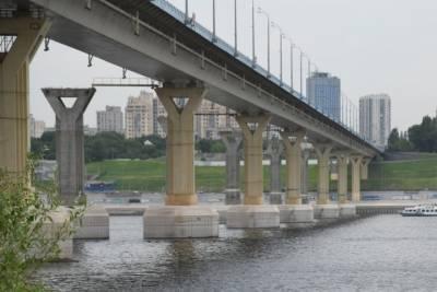 В Волгограде нашли тело мужчины в реке под мостом напротив стадиона