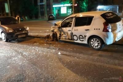 В тройном ДТП в Волгограде пострадала 60-летняя пассажирка такси