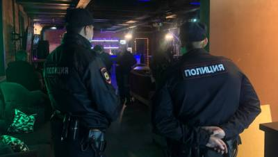 Полиция выявила нарушения во время рейда по барам в центре Петербурга