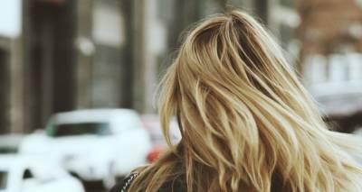 Волнистые волосы без плойки: русская модель из Канады поделилась крутым лайфхаком