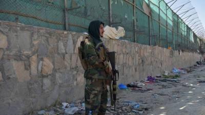 AFP: талибы взяли под контроль часть аэропорта Кабула