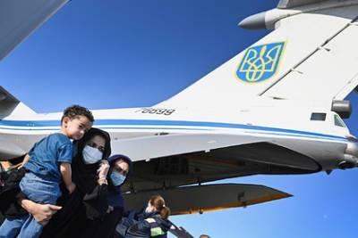 Зеленский похвалил украинских военных за эвакуацию из Афганистана