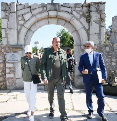 Президент Ильхам Алиев и Первая леди Мехрибан Алиева ознакомились с предстоящими работами в доме-музее Узеира Гаджибейли в городе Шуша (ФОТО)
