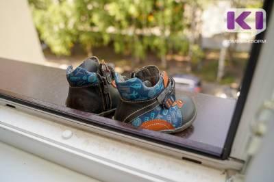 В Сыктывкаре 5-летняя девочка выпала из окна на 5 этаже