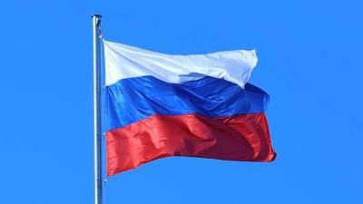 Госфлаг начнут поднимать в российских школах с нового учебного года