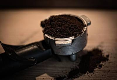 Драка мужчины с кофейным автоматом в Купчино обернулась уголовным делом