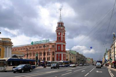 Часы на Думской башне в Петербурге снова перестали идти