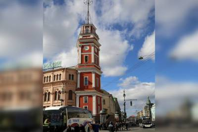 Власти Петербурга пообещали починить сломанные часы на Думской башне