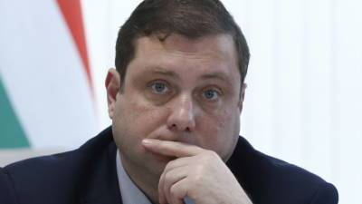 Губернатор Смоленской области сломал ногу во время игры в баскетбол