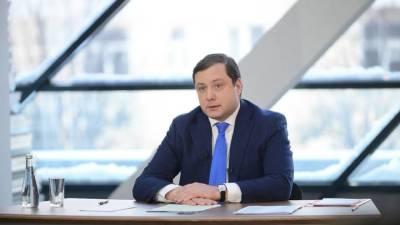 Губернатор Смоленской области серьезно травмировал ногу во время игры в баскетбол