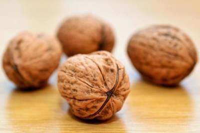 Полстакана грецких орехов в день снижают уровень холестерина