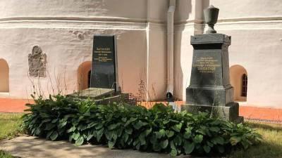 Надгробие Михаила Загоскина на Новодевичьем кладбище отреставрируют