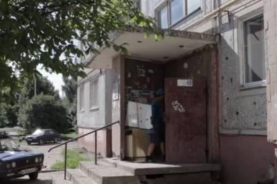 В Смоленске продолжается ремонт подъездов жилых домов