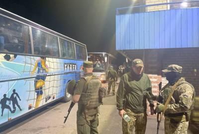 """СБУ заблокировала автобусы """"Нацкорпуса"""", которые ехали на акцию в Киев"""
