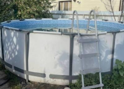 3-летняя кроха под Волгоградом утонула в каркасном бассейне, когда отец отвлекся