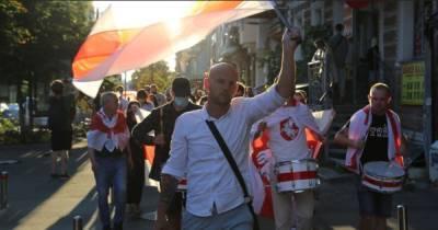 В Киеве на марше солидарности с белорусами произошла потасовка (ФОТО, ВИДЕО)