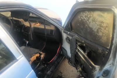 Неравнодушные жители Смоленска смогли спасти авто от уничтожения огнем