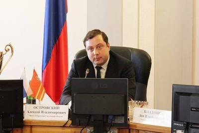 Губернатор Смоленской области уже три недели лежит в больнице – сломал ногу, играя в баскетбол