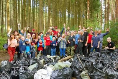 Сосново-еловый бор под Смоленском стал чище на 306 мешков мусора