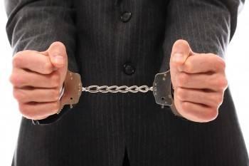 Бывший полицейский предстанет перед судом за то, что «кошмарил» предпринимателя