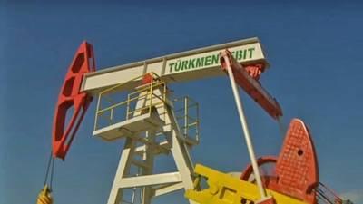 Бердымухамедов приказал увеличить добычу нефти и производство нефтепродукции