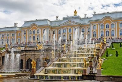 В Петергофе из-за штормового предупреждения закрывают музеи и парки