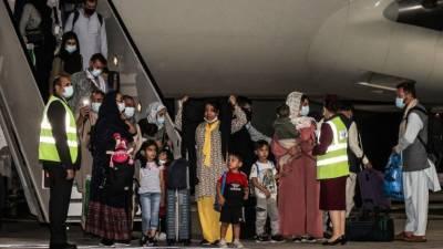 Власти США возобновят эвакуацию граждан Афганистана после их вакцинации от кори