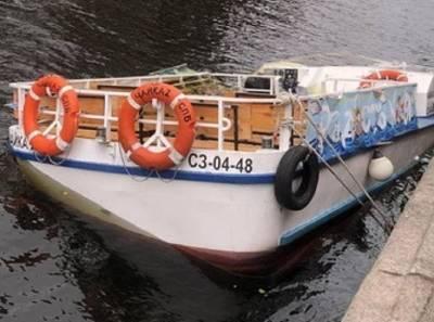 Прогулочный кораблик затонул в Петербурге – видео
