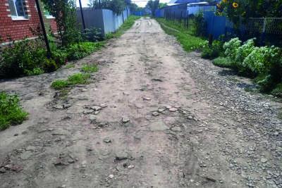 Грядущие выборы не изменили мрачного облика улиц посёлка Самойловка