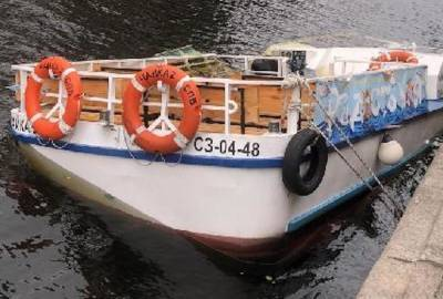 На канале Грибоедова в Петербурге затонул прогулочный катер