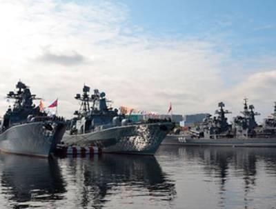 Командующий Северным флотом поздравил военнослужащих гвардейских частей с Днём российской гвардии