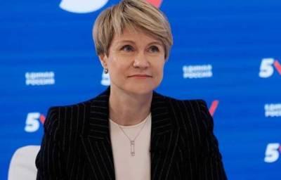 СМИ: Елена Шмелева из «пятерки» ЕР получила квартиру от управделами президента