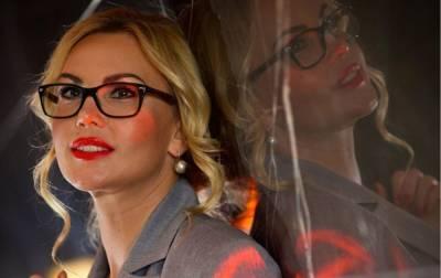 """Самая богатая певица Украины расслабилась с компанией в джакузи: """"Кайфуем втроем"""""""