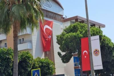 СК возбудил дело после смертельного отравления мальчика в Турции