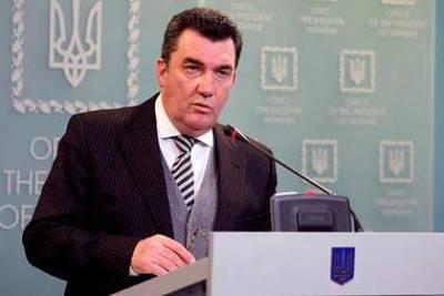 Секретарь СНБО Украины перешел на латиницу и сделал три ошибки в предложении