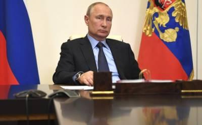 Песков объяснил несовпадение даты на часах Путина с днем, когда он голосовал