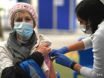 В Великобритании начинают прививать третьей дозы COVID-вакцины