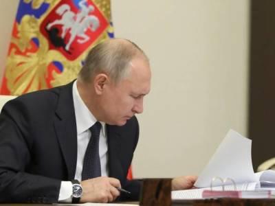 """Путин ушел на самоизоляцию за """"выявления случаев коронавируса в своем окружении"""""""