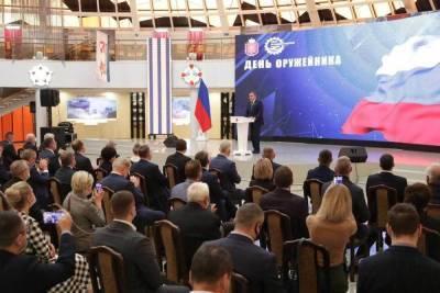 Алексей Дюмин поздравил тульских оружейников с профессиональным праздником