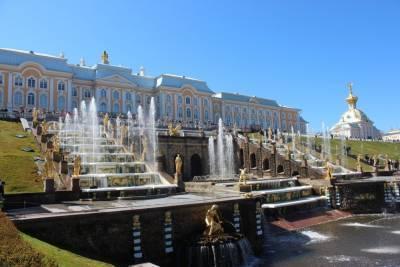 Из-за штормового ветра закрывают парки и музеи Петергофа