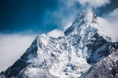 Один человек погиб и двое пострадали при сходе ледника в Домбае