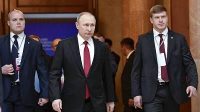 «Вовремя не ревакцинировались»: Песков рассказал о вспышке COVID-19 в окружении Путина