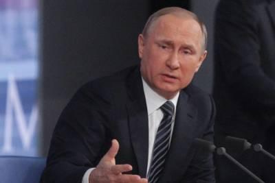 Кремль объяснил неправильную дату на часах Путина в день голосования
