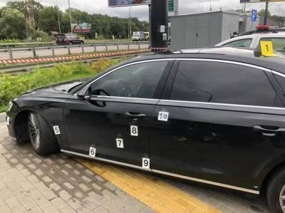 Автомобиль советника Зеленского обстреляли под Киевом