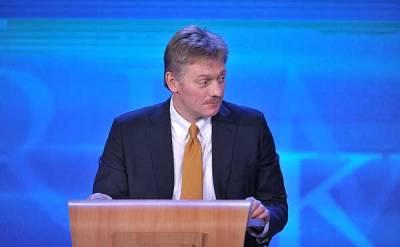 Песков оценил версию о «российском следе» в покушении на советника Зеленского