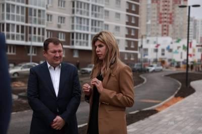 """Замминистра строительства и ЖКХ показали """"Европейский"""" и полилингвальную школу в Липецке"""