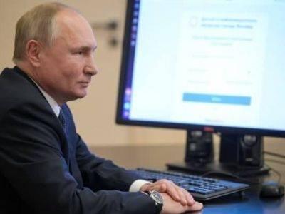 Песков объяснил другую дату на часах у Путина на голосовании
