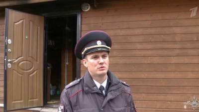 В Вологодской области сотрудники полиции вынесли ребенка из горящего дома